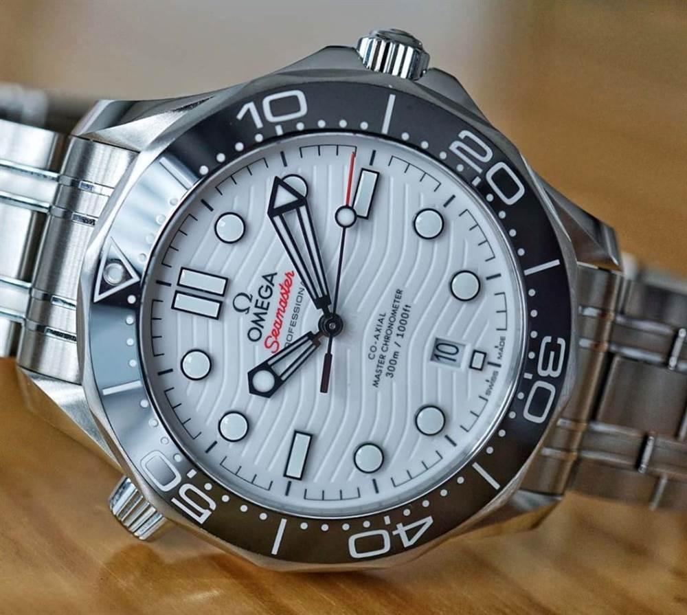 VS厂欧米茄海马300米「熊猫白盘」最优秀的潜水表