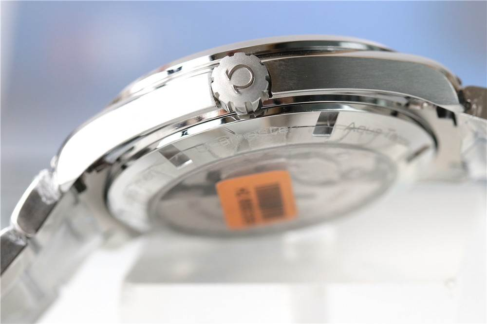VS厂欧米茄海马150米GMT功能「8505机芯」竖条纹盘面两地时区款